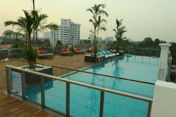 Coral Isle Hotel with Pool in Kochi